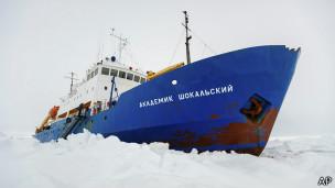 На помощь Шокальскому спешит китайский ледокол