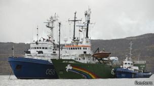 СКР закрывает уголовные дела активистов Гринпис