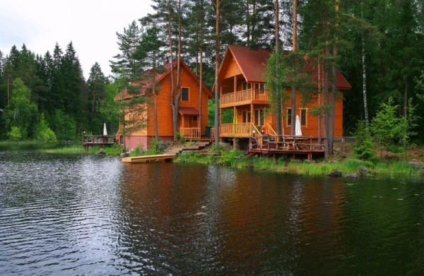 Зона отдыха в изберге домики деревяшки